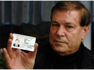 Чаушев с официалната си лична карта