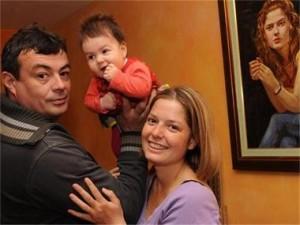 Александра и Иван заедно с малката София