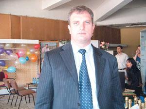 Другарят Варсанов, кмет на Пещера, зариби децата с награди