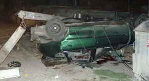 Колата се удря в уличен стълб