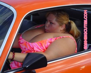 Не препоръчваме на дами с подобни габарити да се возят в софийския градски транспорт. Практиката е показала, че перверзните опипвачи най- често налитат на подобни индивиди