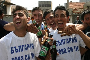 """Партиите се надпреварват да """"ухажват"""" ромите"""