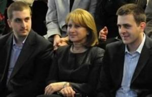 Зорка Първанова със синовете си Владимир и Ивайло