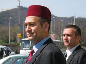 Братя Юзеирови искат полумесец в герба на България