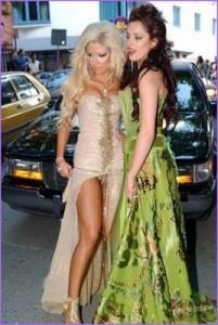 Дори Андреа и Мис България - Роси Иванова не са имали толкова скъпи рокли на абитуриентския си бал