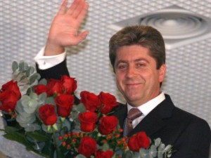 Първанов смига на Кунева