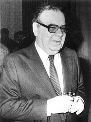 Петър Младенов
