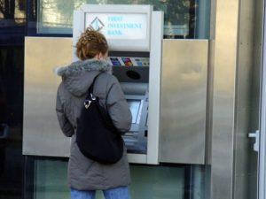 студентки банкомати
