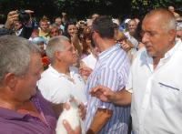 Бойко получи подарък бяло зайче с името Станишко