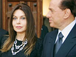 Силвио Берлускони и все още настоящата му съпруга Вероника Ларио