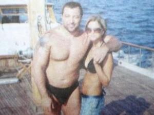 Митъо Очите и любовницата му Силвия, докато разпускат на баровска яхта