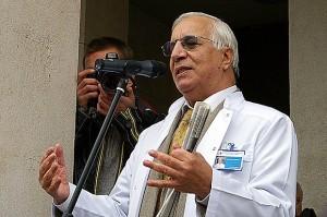 Знаменитият хирург явно нехае за мизерното съществуване на брат си Дилян
