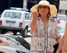 Луда ли е Царица Костадинка питат се и пловдивчани, които често стават свидеетели на неадекватни нейни постъпки на публични места в града