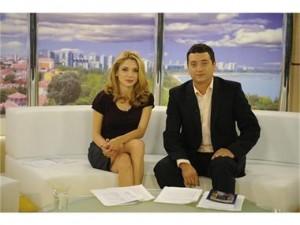 """Ели Гигова и Витомир Саръиванов,докато бяха водещи на """"Здравей България"""""""