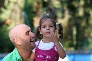 Емо Чолаков с дъщеричката си Ема