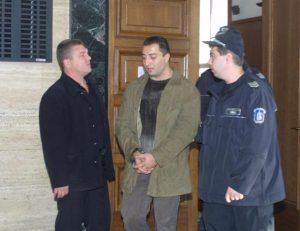 Полицаите изчакват Митъо Очите и Гочо Бургаския да си се нарадват...