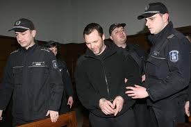Златко Баретата,охраняван от полицаи в съдебната зала