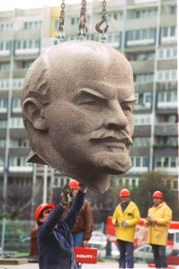 Митьо Очите прегърна учението на Ленин, нехаейки, че преди 21 години целият свят се отрече от него