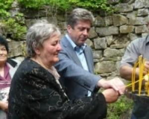 Георги Първанов и майка му, докато тя беше топ новина за медиите