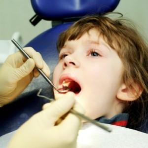 Дете с криви зъби