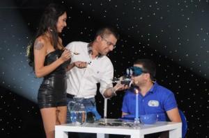Лияна асистира на Андрей в шоуто