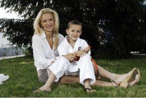 Яна Маринова със сина си