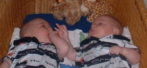 Най - често бебета ин витро са близнаци и се раждат преждевременно, което води до различни увреждания у децата