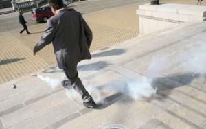 Депутат бърза да избяга от пушека