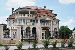Един от разкошните имоти на семейство Илиеви