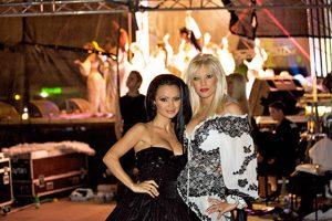 Мария с колежката си и уж приятелка Емилия