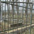 Гроб с метални решетки