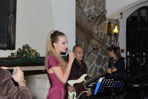 Антония Петрова става певица?