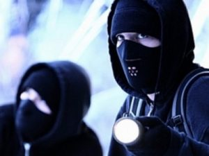 Бандити се извиняват на жертвата за нанесен побой