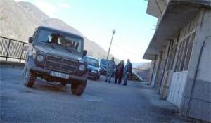 Военен джип с постови охранява жилището на Тепавичарови