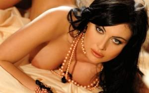Брадърката Лили умува дали да се пусне в еротичен филм
