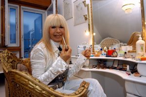 Лили Иванова вади по 300 лева за грим и прическа