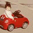 Бебето Никол кара Ферари