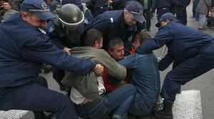 Правителството на ГЕРБ реши да спре протестите с брутално насилие