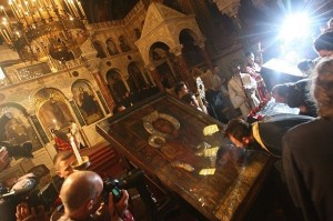 Вълшебната икона на Света Богородица Троеручица