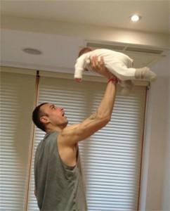 Първата снимка на Димитър Бербатов и бебето Елия