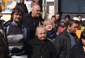 Хората искат доживотен затвор за убийците на бременната Петя