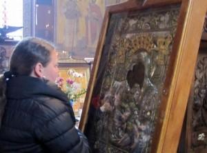 Иконата на Света Богородица заплака