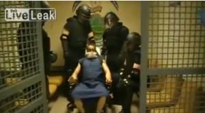 Ченгета мъчат затворник