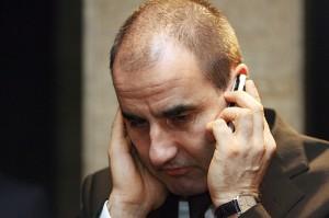 Цветанов обича да слуша телефона