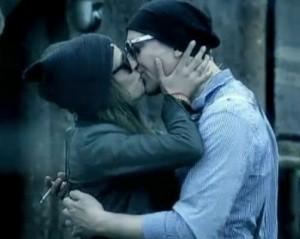 Деян Рад целувка