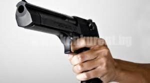 баба с пистолет