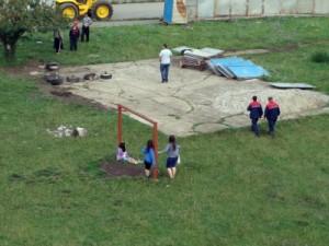 Пайнера срутва детска площадка