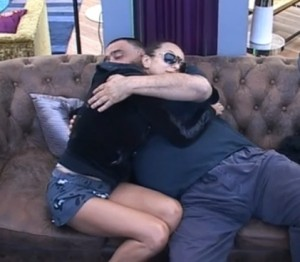 Лияна Павел прегръдка