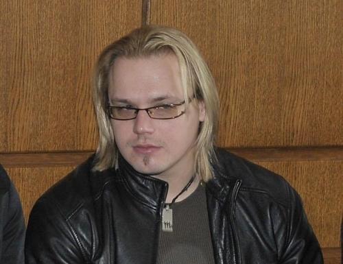 Максим Стависки е завъртял бирено коремче