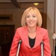 Г-жа Манолова смята патериците за излишен атрибут в политическия живот